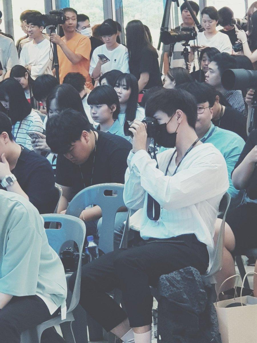 News Lisa Blackpink Bertemu Fanboy Thai Tampan Reaksinya Tak