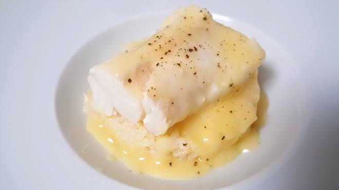 Filet de merlu poché et beurre blanc