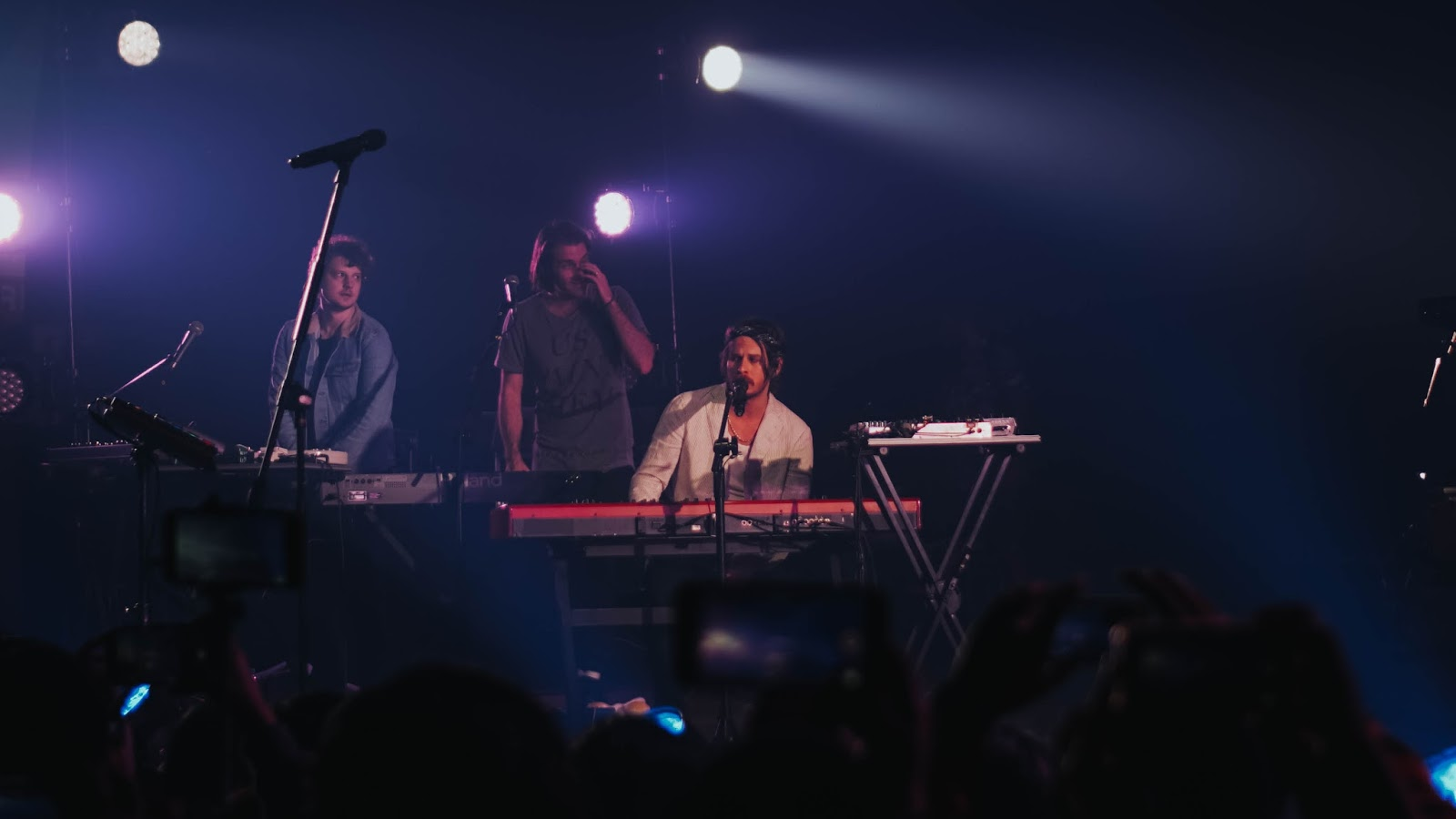 Pumped up beats for Foster kids: Foster The People Live In Manila