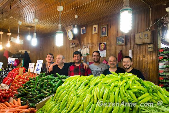 bize poz veren neşeli pazarcı esnafı, Trabzon