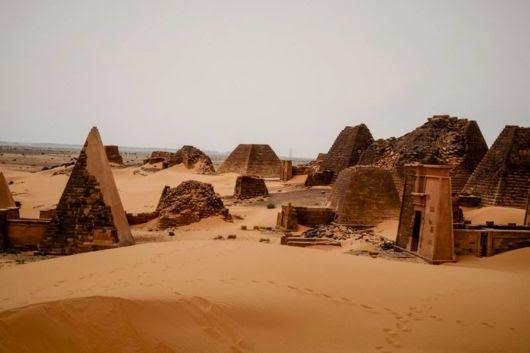 The 223 Nubian Pyramids Nubia_pyramids_sudan_02