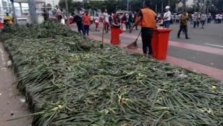 Acara Aksi Kita Indonesia Menyisakan 120 ton sampah dan 200 Tanaman di Kawasan Bundaran HI Rusak Parah - Commando