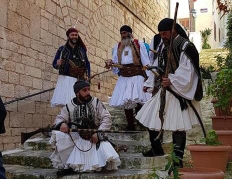 Αναβίωσε η ελληνική επανάσταση στα σοκάκια του Ναυπλίου (βίντεο)