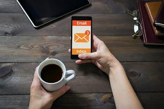 ما هي رسائل البريد الدينماكية وكيف يمكنك تعطيلها في منصة جيميل