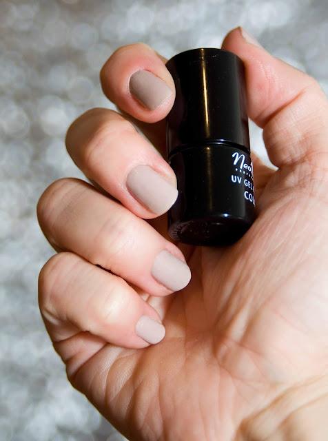 Silky Nude NeoNail odcień beżu, hybryda, lakiery do paznokci