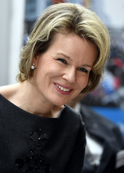 Queen Mathilde wore Natan tops, Natan trousers, gold earrings, Natan shoes