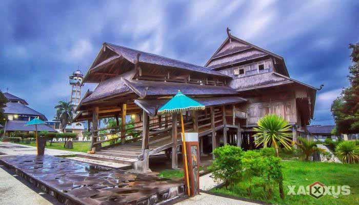 Gambar rumah adat Indonesia - Rumah adat NTB (Nusa Tenggara Barat) atau Rumah Dalam Loka