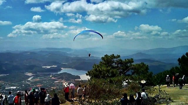 Beautiful places to play paragliding in Vietnam 7