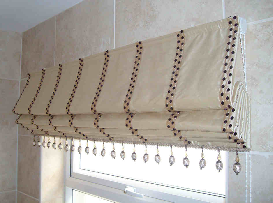 Bathroom roman blinds ideas home and garden ideas for What type of blinds for bathroom