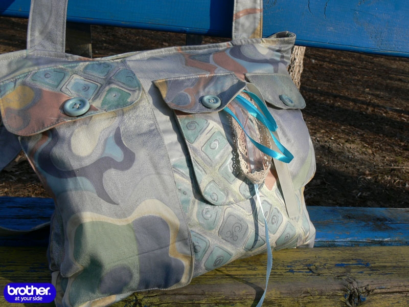 Bag with zipper pockets, briefcase and quilted lining. Detailed step by step description of sewing. There are tutorial and pattern diagram.