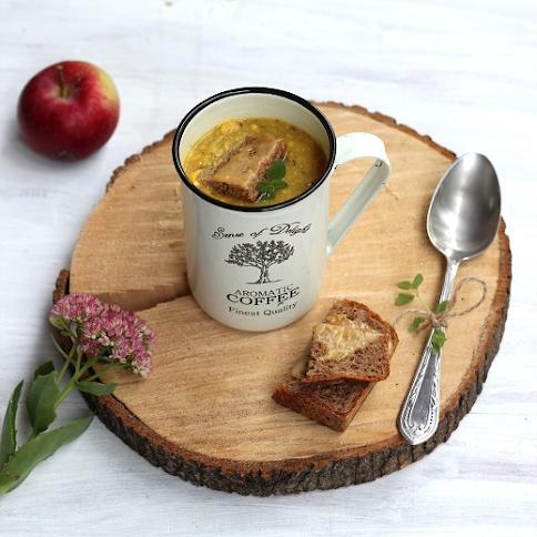 Zupa z kukurydzy, jabłek i cebuli