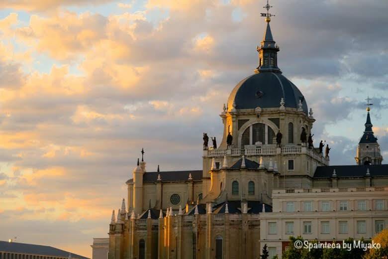 Catedral de Almudena Sunset 夕焼けに染まるマドリードのアルムデナ大聖堂