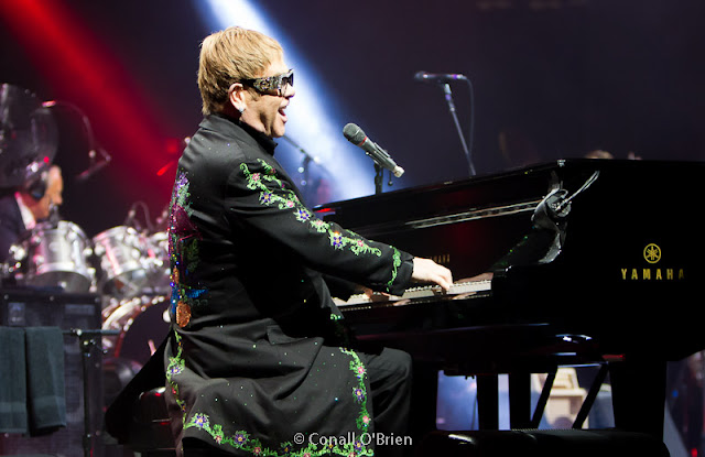 "Elton John sings ""Bitch is Back"" live in Portland Maine in 2017"