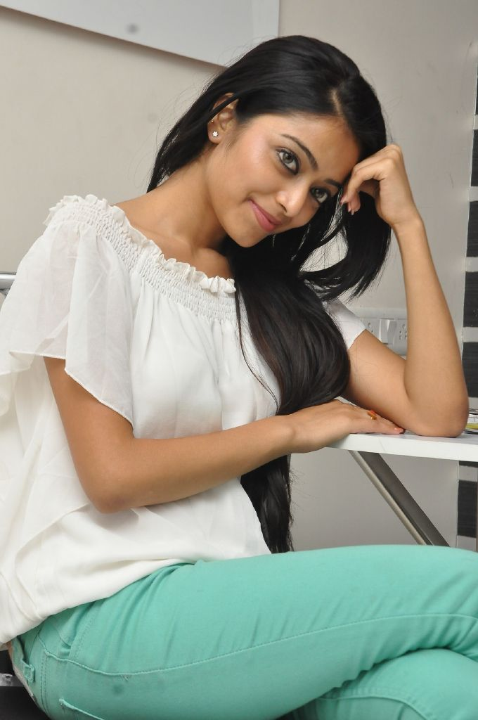 Janani Iyer Hot Photo Shoot In White Top