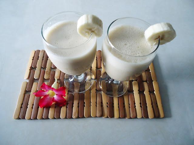 Υπέροχο σμουθι με γεύση μπανάνα -  ανανά και γάλα καρύδας