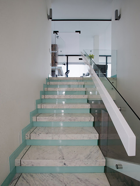 glass railing system for modern interior staircase design