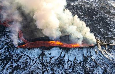 Explosion del Eyjafjallajökull uno de los volcanes más famosos de Islandia