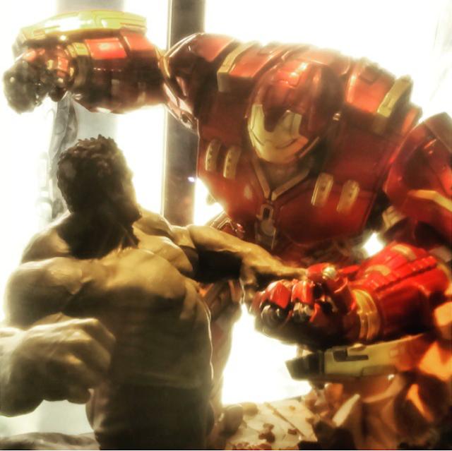 Diorama Hulkbuster Iron Studios