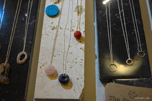 mesa con jollas de la fima the symmetry en el designroom x resa Bilbao 2016,