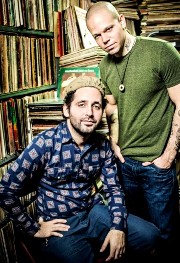 Foto de 2 miembros de Calle 13