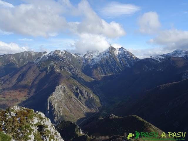 Ruta a Peña Melera y Los Pandos: Pico Torres desde Peña Melera