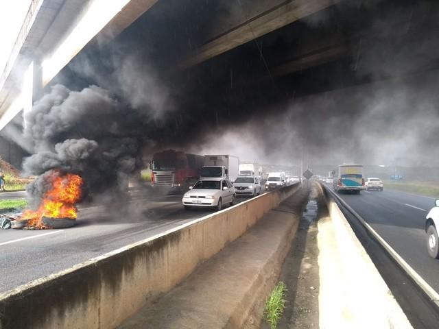 Liminar proíbe bloqueio do tráfego de caminhões em rodovias da Bahia após ação movida por empresa de alimentos