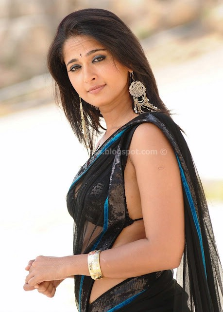 ANUSHKA SHETTY HOT SAREE PHOTOS