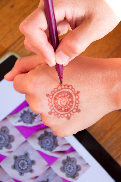 How Kids can make Henna Hands using washable markers