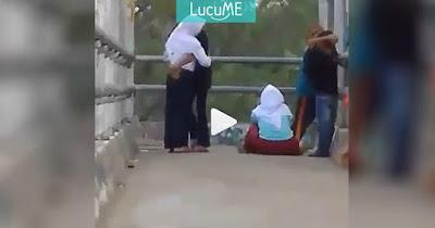Sepasang Anak SMP 'Ena-ena' di Jembatan Penyeberangan, Netizen Istighfar