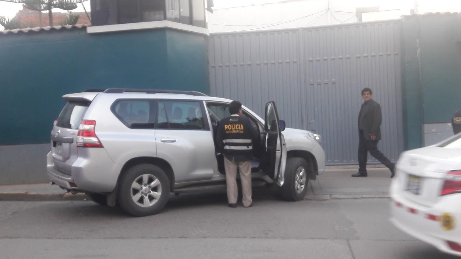 """""""Group 10 Noticías-Huancayo"""": Camionetas del Estado en"""