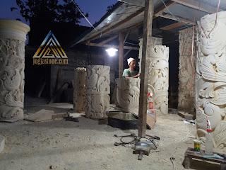 Pilar teras ukir bentuk bulat dari batu alam paras jogja/batu putih