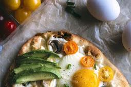Mini Veggie Breakfast Pizzas