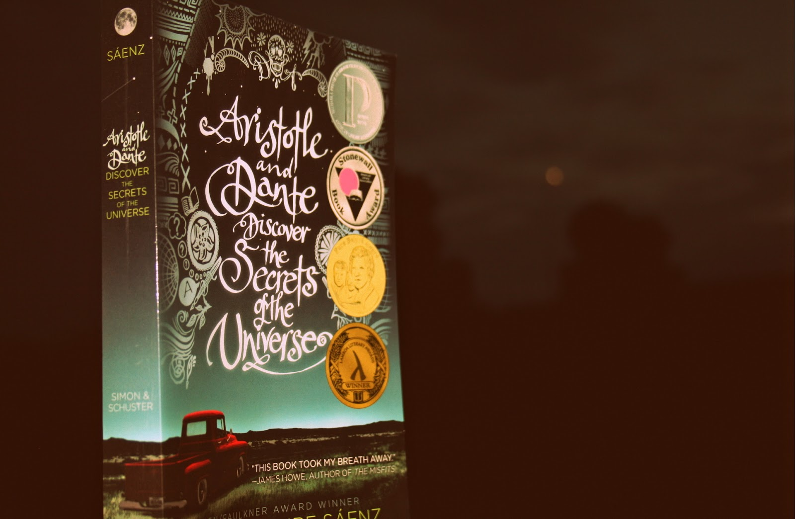 Aristotle and Dante discover the secrets of the universe af Benjamin Alire Sáenz