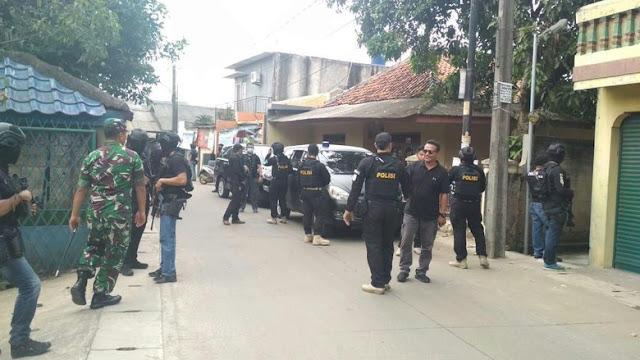'Teroris Ganteng' yang Mengejutkan Emak-emak Tangerang