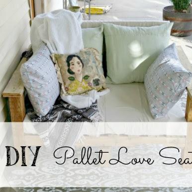 Pallet Patio Love Seat - Weekend Yard Work Series