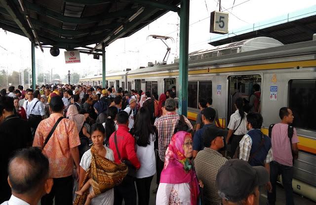 Pengalaman Sebagai Penumpang Commuter Line