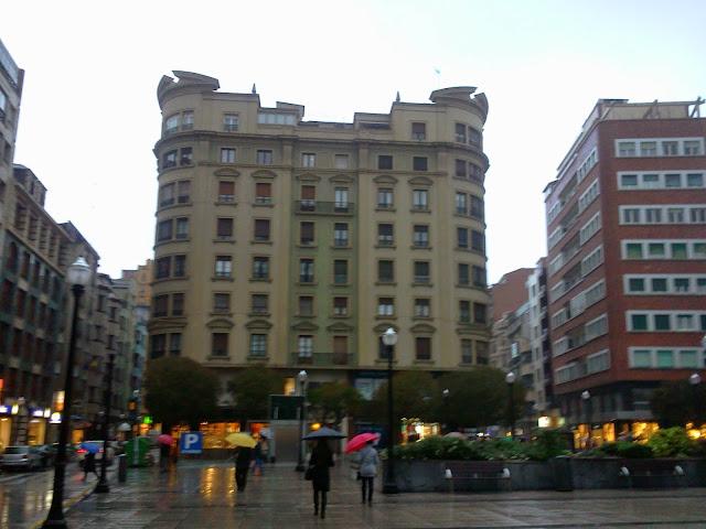 calle-corrida.lluviosa-gijon