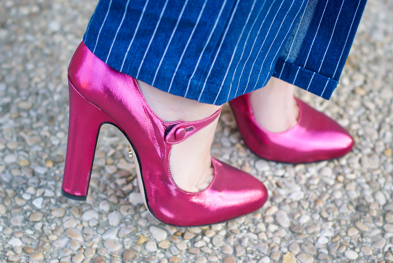 Le Silla Mary Jane fuchsia metallic heels on Fashion and Cookies fashion blog, fashion blogger