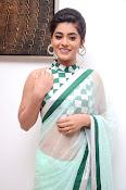 Yamini Bhaskar latest glamorous photos-thumbnail-6