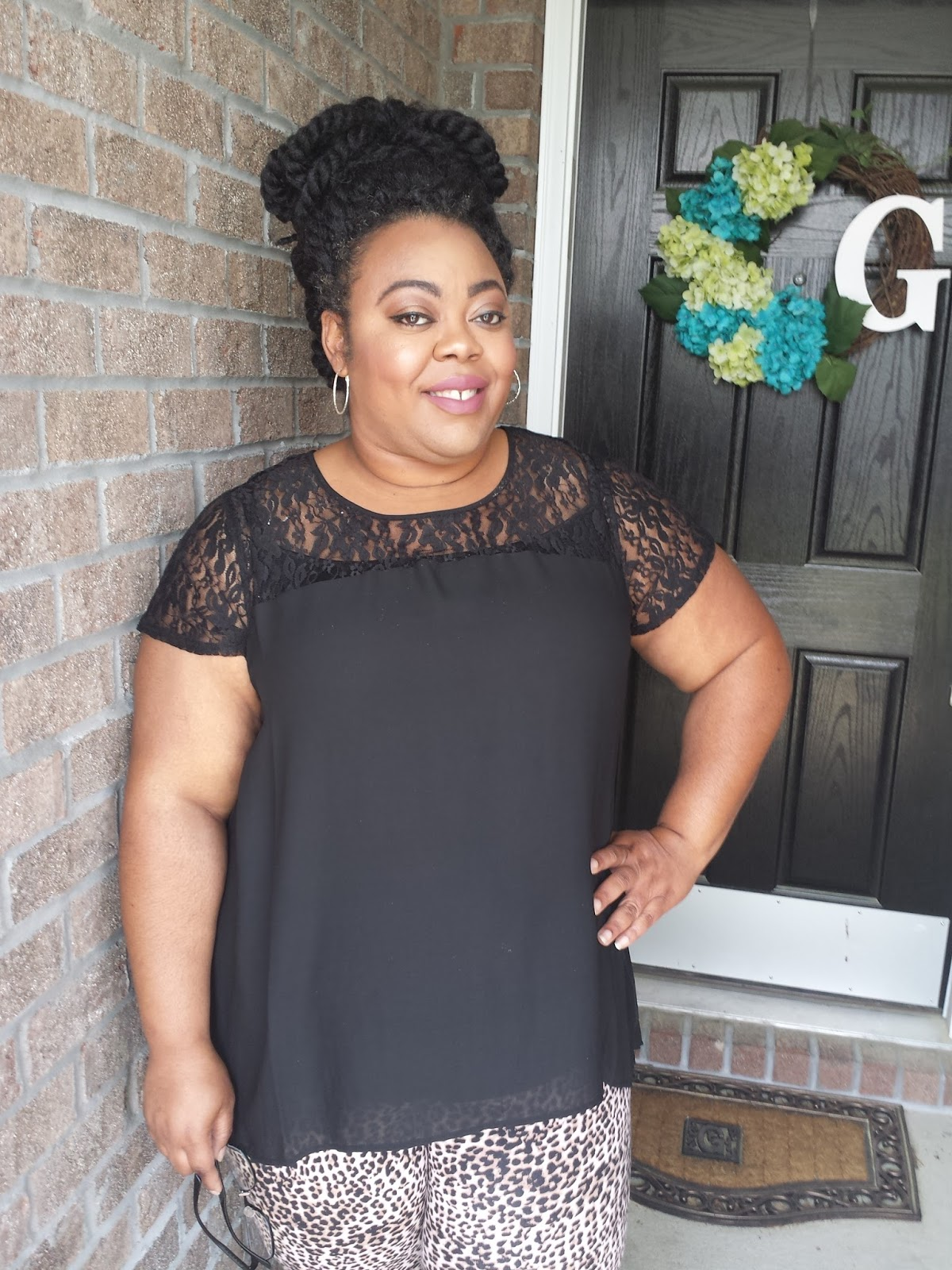 Plus size blogger in leopard print and black