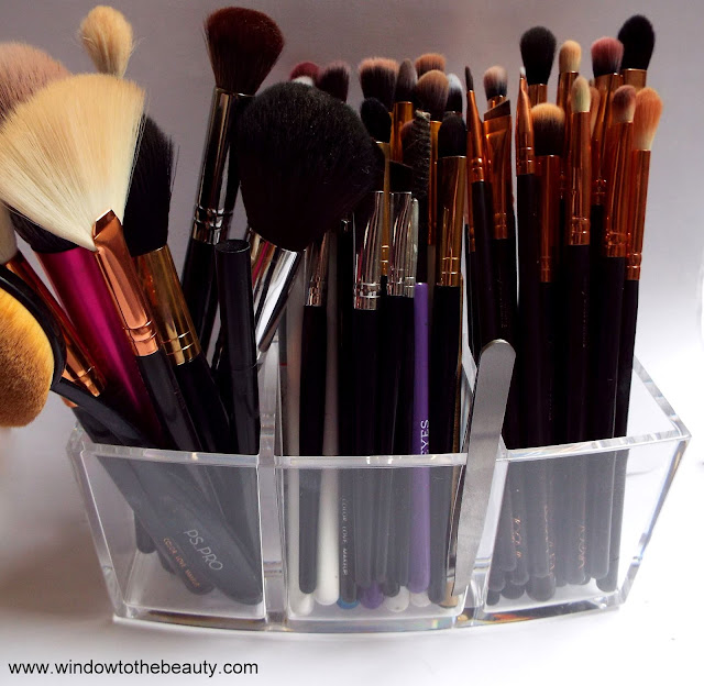 brushes organizer