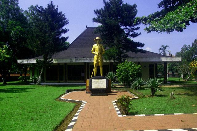 Monumen Jenderal Soedirman
