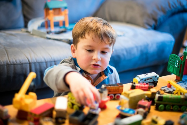 3 Reasons Why You Should Focus on Giving Your Kids Low-tech Toys