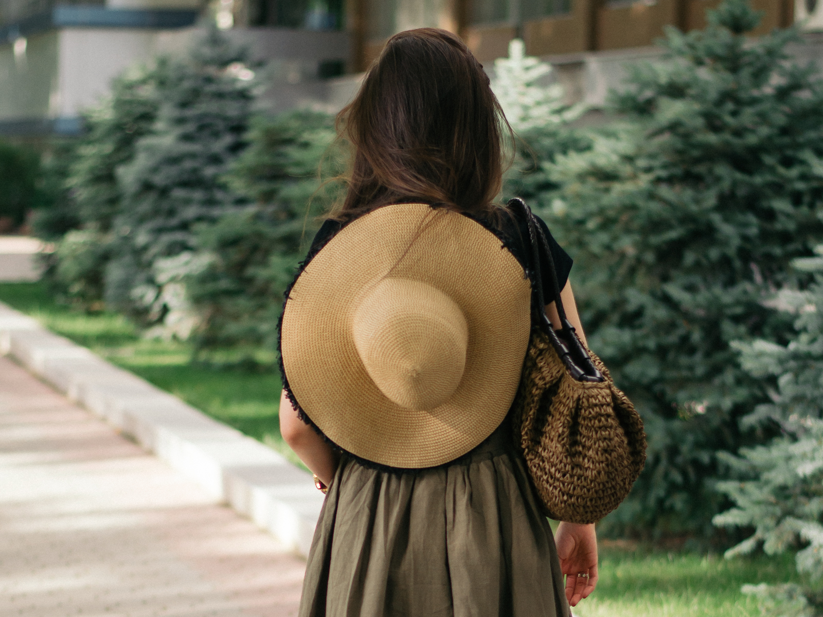 diyorasnotes diyora beta fashion blogger style outfitoftheday lookoftheday safari style black t-shirt espadrilles straw hat straw bag