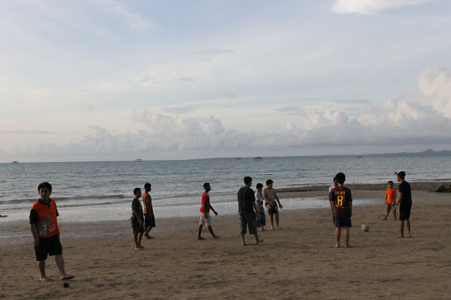 aktivitas yang dapat dilakukan di pantai lasiana kupang