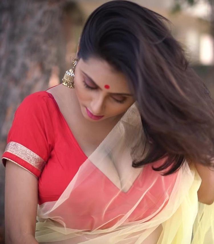 Bengali Maria Aunty Hot Open Cut Blouse Exposing Huge -6927
