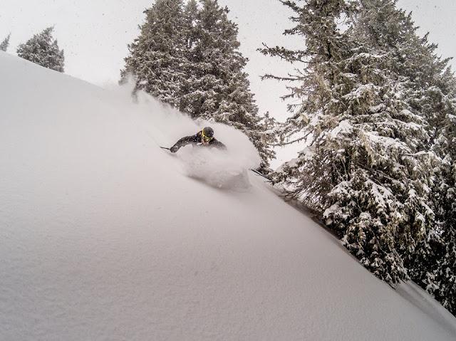 Tiefschnee Skifahren Technik Tipps und Tricks
