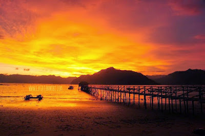 foto sunset di pantai karanggongso trenggalek