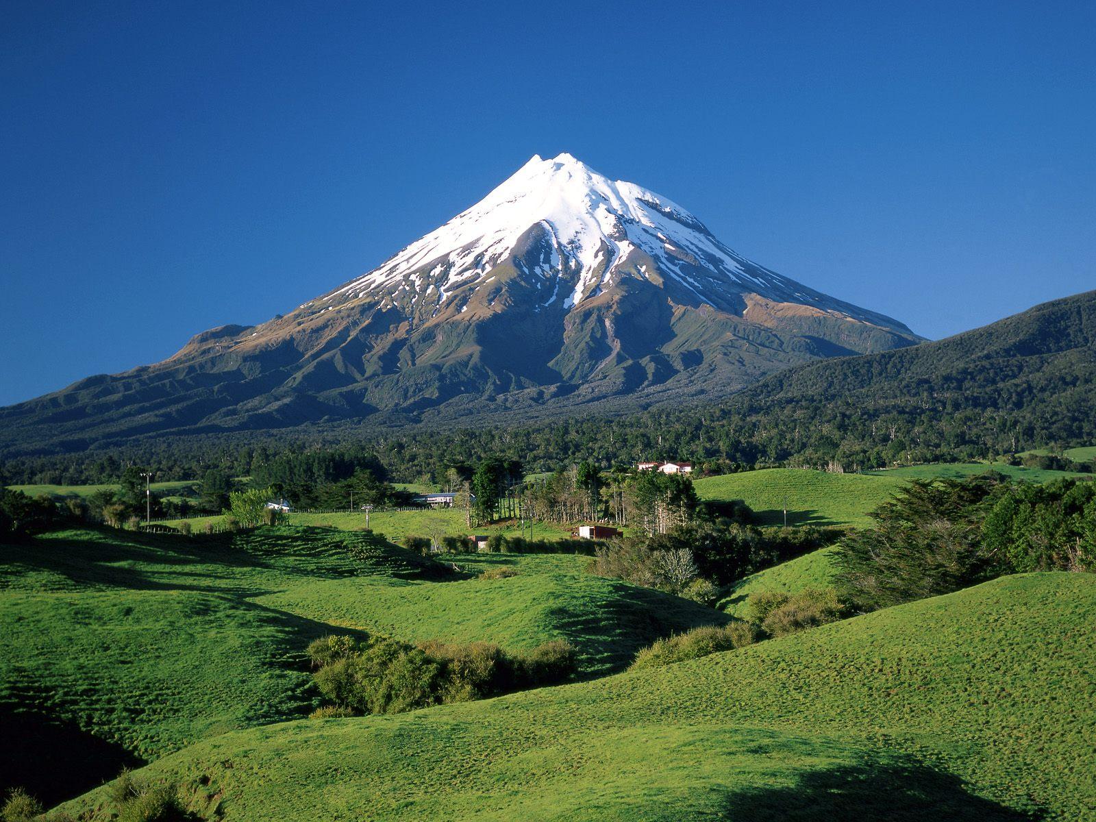 Foto Gunung dan Gambar Pegunungan yang Indah dan