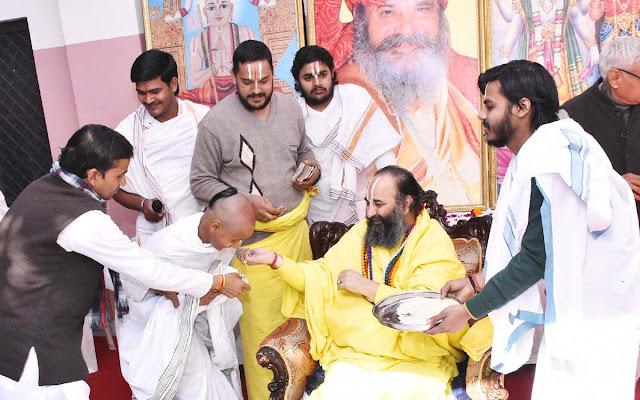 Swami Purushottamacharya Maharaj worshiped Basant Panchami